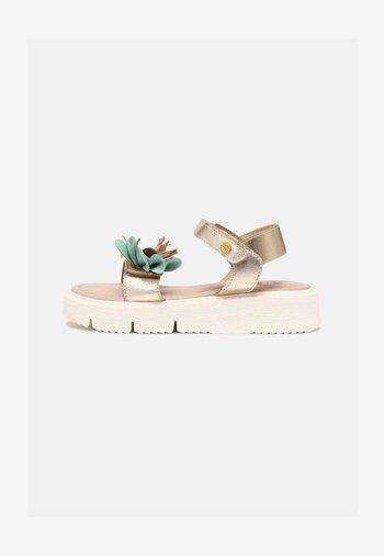 SAXON - Sandals - oro