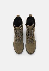 Vero Moda Wide Fit - VMLINETTE BOOT WIDE FIT VIP - Platform ankle boots - dark olive - 5