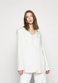 NA-KD - OVERSIZED BOXY - Krótki płaszcz - white - 0