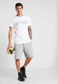 Hummel - HMLGO BERMUDA - Sports shorts - grey melange - 1