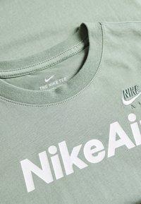 Nike Sportswear - Triko spotiskem - silver pine - 3