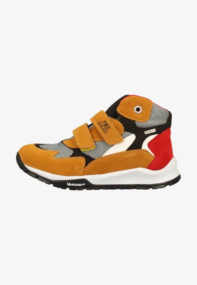Sneakers laag - senape/ne-grig. 11