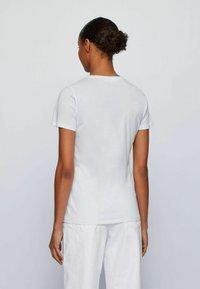 BOSS - Print T-shirt - natural - 2