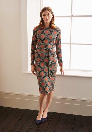 Shift dress - salbeigrün, blütenornamente