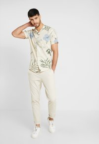 Jack & Jones PREMIUM - KLASSISCHES HAWAII - Skjorter - white - 1