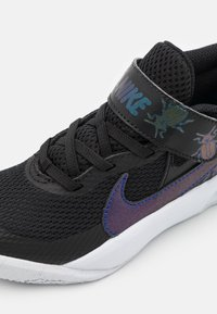 Nike Performance - TEAM HUSTLE UNISEX - Basketball shoes - black/multicolor/chlorine blue/white - 5