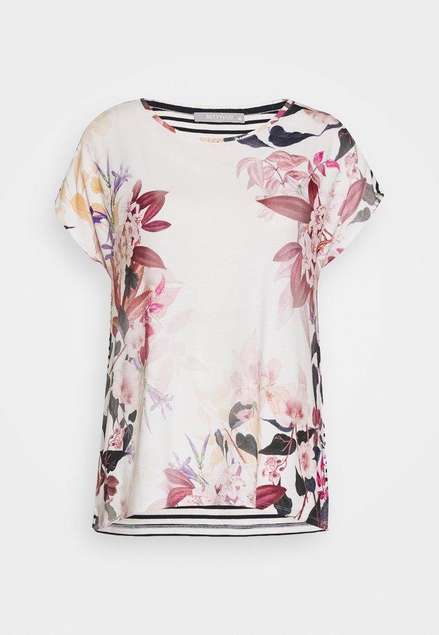 MASSTAB - Print T-shirt - cream/blue