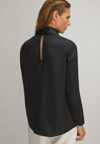 Massimo Dutti - WITH TIE DETAIL  - Blouse - black - 2