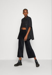 Even&Odd - WIDE LEG CROPPED CORD TROUSERS - Trousers - black - 1