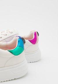 Kurt Geiger London - NOAH - Sneakers laag - white - 5
