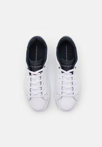 Tommy Hilfiger - RETRO TENNIS CUPSOLE  - Sneakersy niskie - white/desert sky - 3