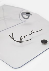 Karl Kani - SIGNATURE TAPE SMALL - Across body bag - transperent - 5