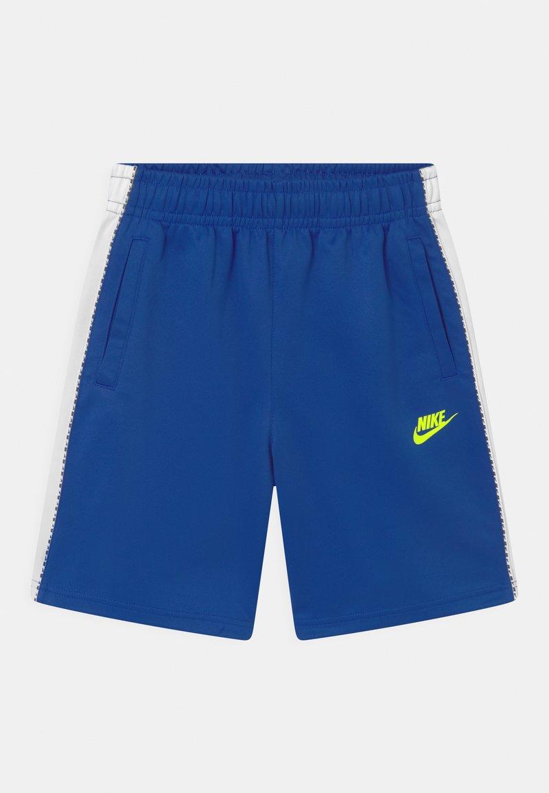 Nike Sportswear - REPEAT - Shorts - game royal/volt