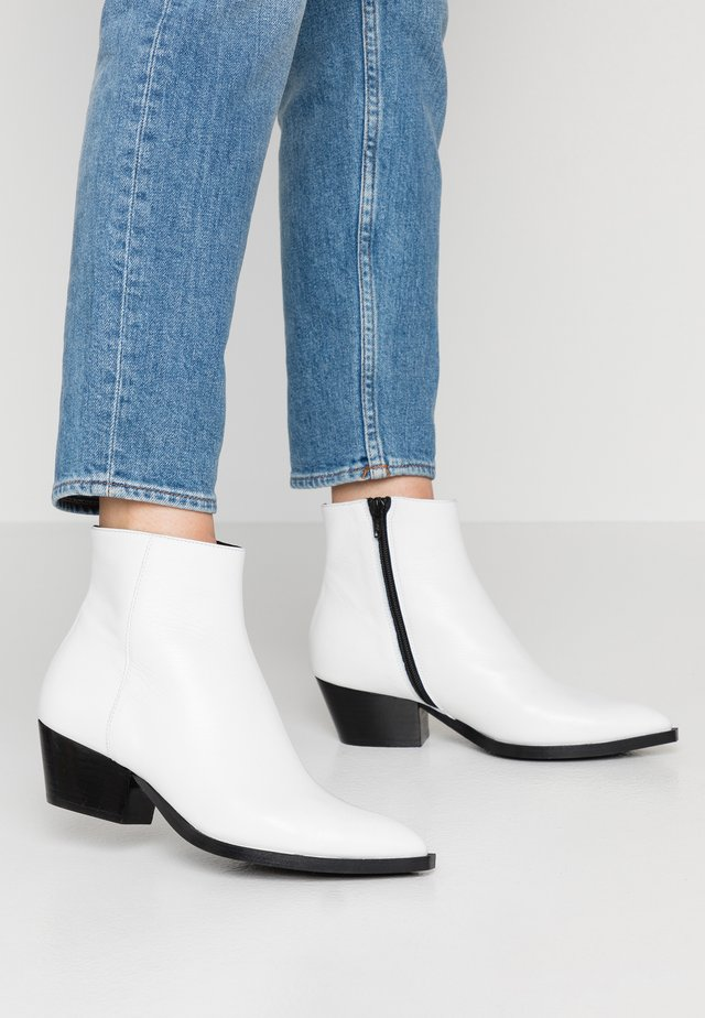 ADELE - Ankle Boot - white