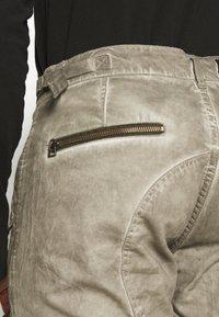 Alpha Industries - FLIGHT PANTS - Trousers - dark olive - 5