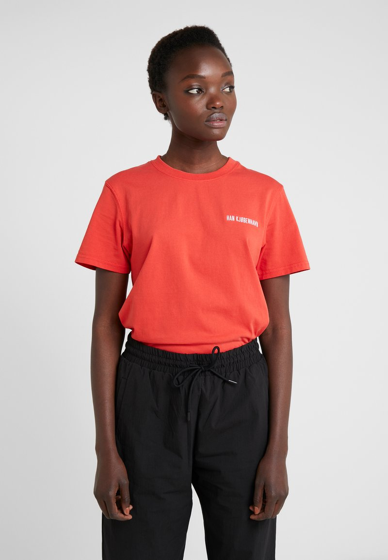 Han Kjobenhavn - CASUAL TEE - T-shirts basic - red