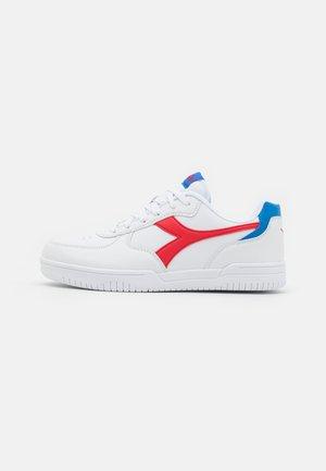 RAPTOR LOW UNISEX - Sportovní boty - white/tomato red