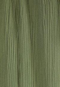 Bershka - MIT WEITEM BEIN - Pantalon classique - green - 5