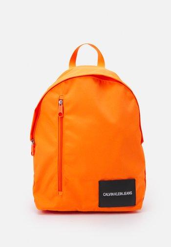 ROUND FRONT ZIP UNISEX - Batoh - vivid orange
