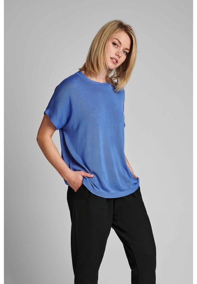 NUDARLENE  - Basic T-shirt - wedgewood
