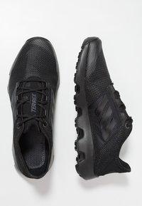 adidas Performance - TERREX VOYAGER - Obuwie do biegania Turystyka - carbon/core black - 1