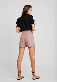 Lost Ink - WITH BUTTON TAB POCKET - Shorts - pink - 2