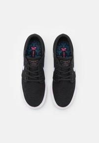 Nike SB - ZOOM JANOSKI UNISEX - Sneakersy niskie - navy/signal blue/white - 3