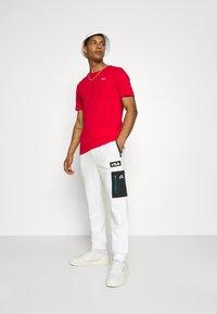 Fila - CLEM PANT - Teplákové kalhoty - blanc de blanc/black - 1