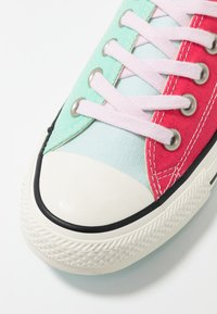 Converse - CHUCK TAYLOR ALL STAR OX - Zapatillas - mix colored/red - 2