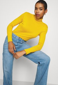 Benetton - TURTLE NECK - Long sleeved top - mustard - 3