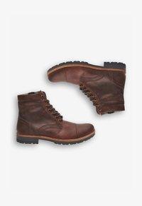 BROWN LEATHER ZIP BOOTS - Nauhalliset nilkkurit - brown