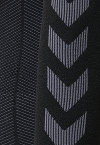 Hummel - Langærmede T-shirts - black - 5