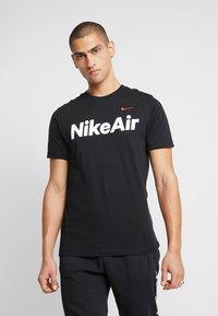 Nike Sportswear - AIR TEE - T-shirt con stampa - black/university red - 0