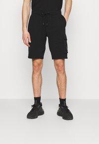 Calvin Klein Jeans - MONOGRAM PATCH - Shortsit - black - 0