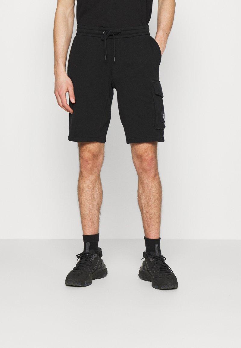 Calvin Klein Jeans - MONOGRAM PATCH - Shortsit - black