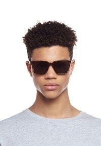 Le Specs - FAIR GAME - Sunglasses - milky tort - 0