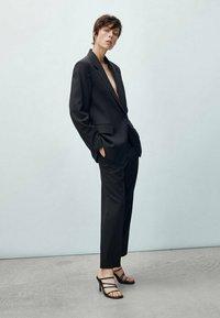 Massimo Dutti - MIT EINKNOPFVERSCHLUSS  - Blazer - black - 2