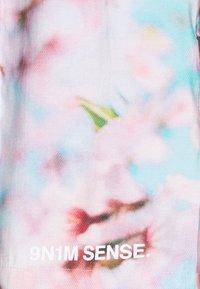 9N1M SENSE - SPECIAL PIECES UNISEX - Shorts - blue/pink - 2