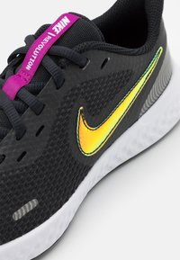 Nike Performance - REVOLUTION 5 POWER GG - Neutral running shoes - off noir/multicolor/red plum/white - 5