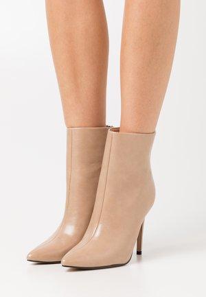 BENTLEE - Kotníková obuv na vysokém podpatku - beige