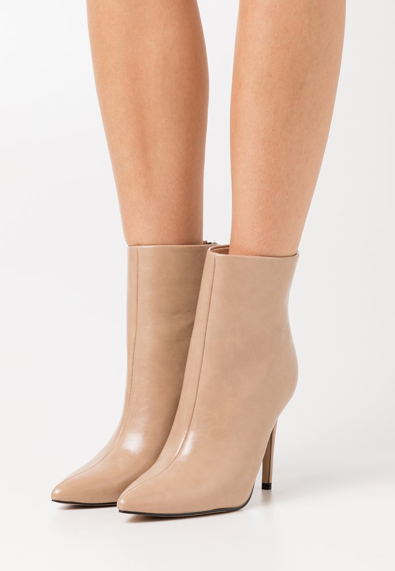 BEBO - BENTLEE - High Heel Stiefelette - beige