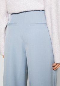 YAS - YASCORNFLOWER CROPPED PANT - Trousers - cornflower blue - 3