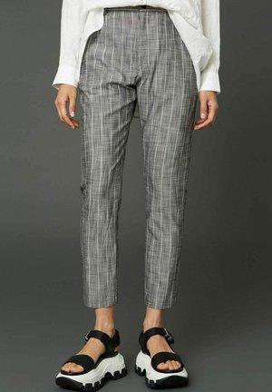 NEWS EDIT - Chinos - grey stripe