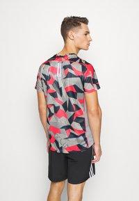 adidas Performance - RESPONSE PRIMEGREEN RUNNING SHORT SLEEVE TEE - Print T-shirt - grey/pink - 2