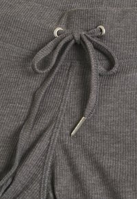 MAMALICIOUS - MLKEHLA PANT - Tracksuit bottoms - medium grey melange - 2