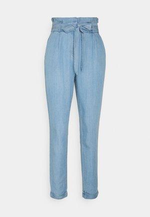 VMVIVIANAEVA LOOSE PABERBAG PANT - Trousers - light blue denim