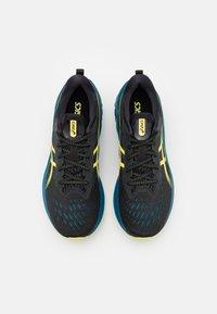ASICS - NOVABLAST 2 - Neutrala löparskor - black/glow yellow - 3