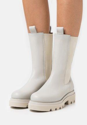 Platform boots - seta panna