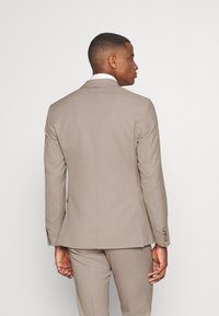 Isaac Dewhirst - THE FASHION SUIT SET - Completo - beige - 3