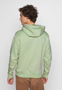 Nike Sportswear - CLUB HOODIE - Luvtröja - pistachio frost - 2